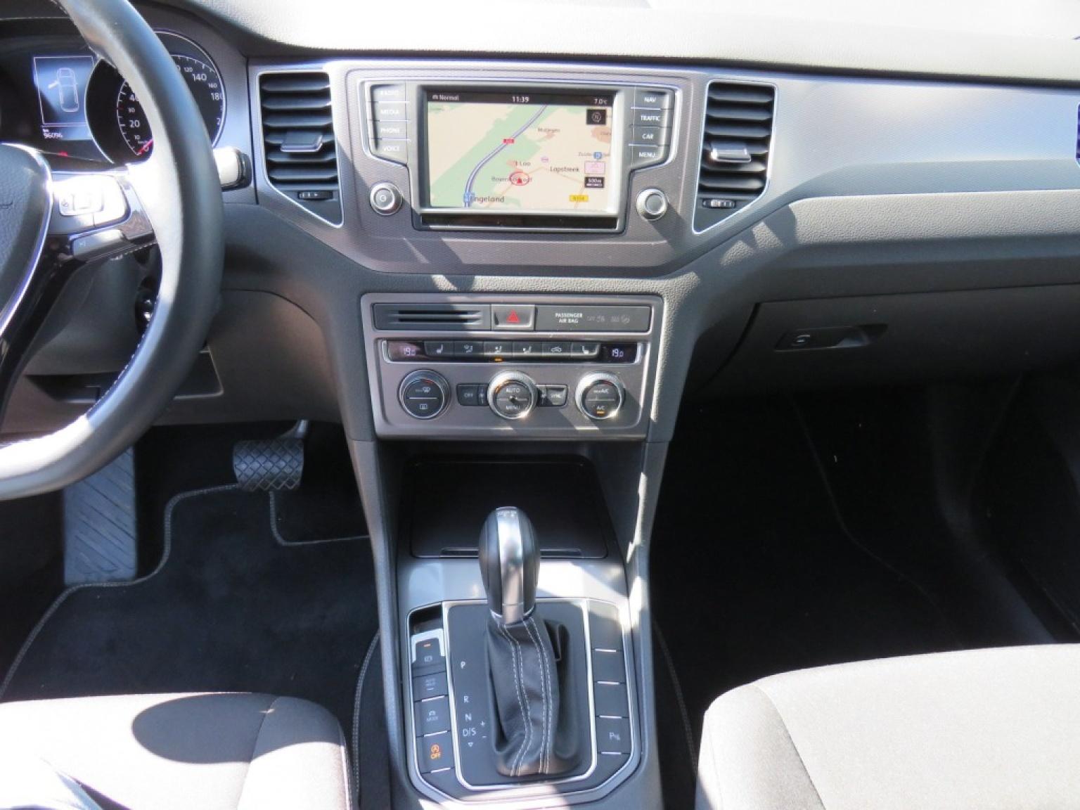 Volkswagen-Golf Sportsvan-15