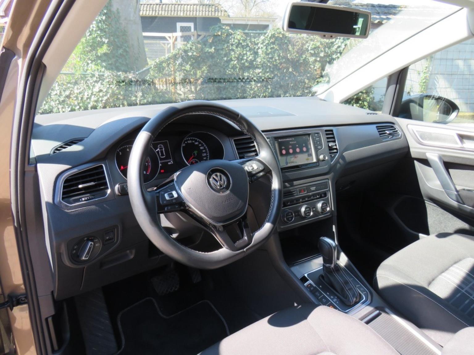 Volkswagen-Golf Sportsvan-11