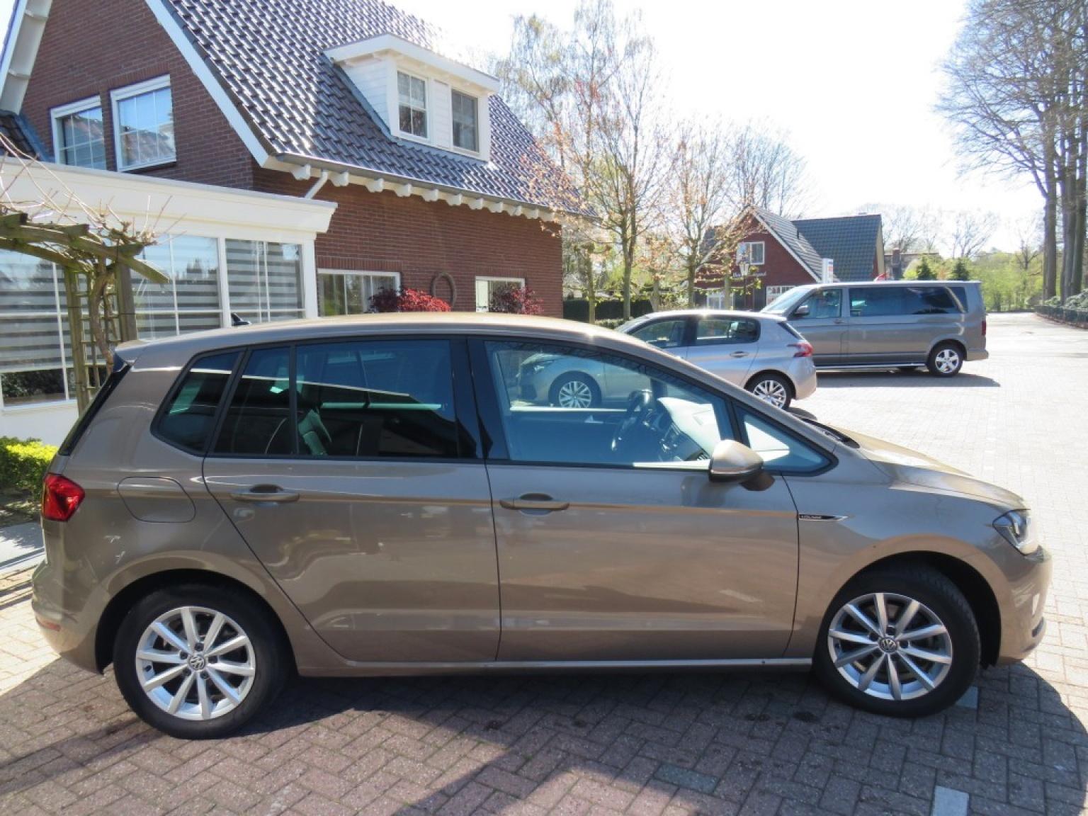 Volkswagen-Golf Sportsvan-7